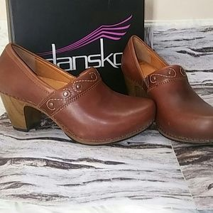 Camel brown embellished and embroidered clogs
