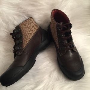 Coach Dyanne Brown Signature Ankle Boots Size 7
