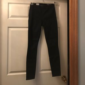 Barely Worn Gap Resolution Legging