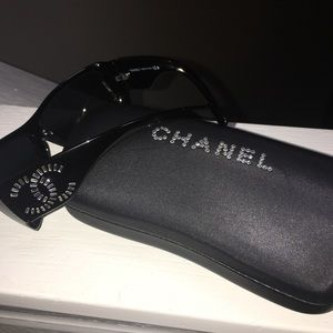 Authentic Chanel Sunglasses 6021-B Black baguettes