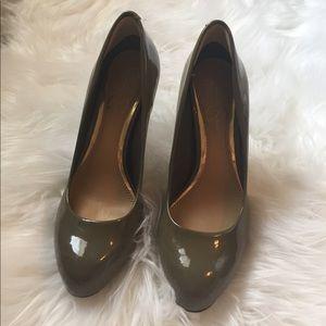 Jessica Simpson taupe heels