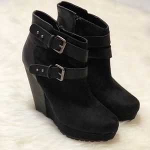 Mossimo• Black wedge bootie side buckle