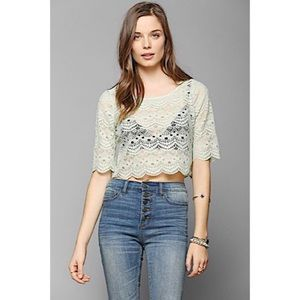 ☀️NWT Urban Outfitters Tela Lace Cropped Green Tee