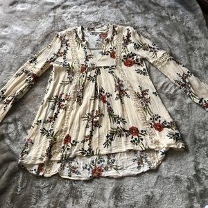 Beautiful floral flowy top. Size M