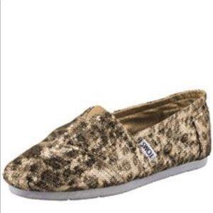 TOMS size 8.5 shoes