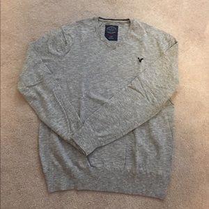 Men's long sleeved light weight sweater