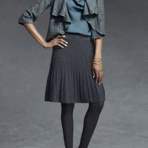 🖤🖤CAbi charcoal gray pleated skirt 🖤🖤