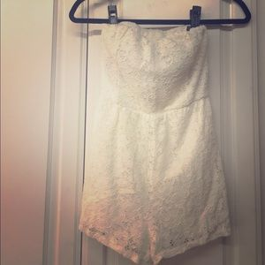 Vanity Adorable Cream Lace Strapless Romper Size S
