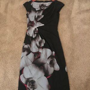 Dresses & Skirts - Le château midi-dress