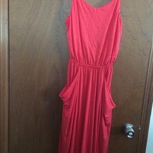 Plain maxi dress with pockets!