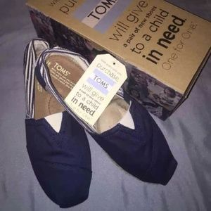 BNWT TOMS Navy Blue and White Stripped Shoes