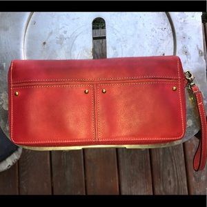 Fossil travel specific clutch