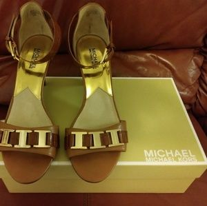 Michael Kors size 10 m, leather heals
