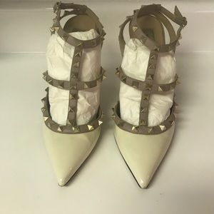 Valentino Rockstud Cream and Nude shoes size 39.5