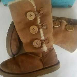 Authentic UGG boots light brown / tan size 5