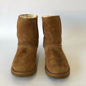 UGG Women's Chestnut Classic Short Boots Size 5