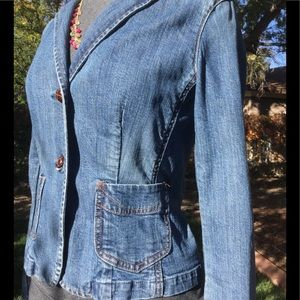 GAP fitted denim jacket. 🍁 Fall styling staple. 6