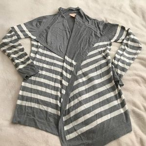 Sweaters - Gray and white stripes long cardigan