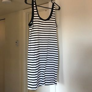 Fitted t-shirt dress. Navy and white