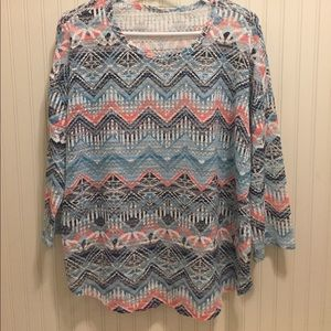 Tops - Cute Aztec print sheer tee