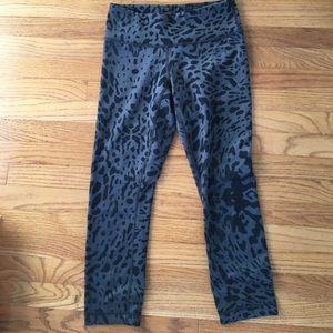 LULULEMON wunder under cropped leggings - size 4