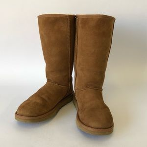 UGG Women's Chestnut Classic Tall Boots Size 6