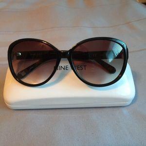 Nine West sunglasses Like New