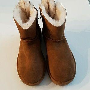 New womans short Ugg boots sz6