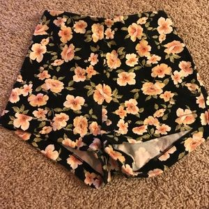 High waisted floral shorts (stretchy)