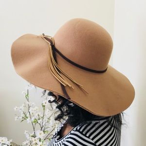 FALL MUST HAVE: Tan Floppy Hat