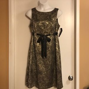 NWT Gold and black Jessica Howard evening dress.