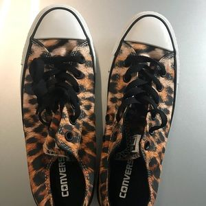 Converse leopard print