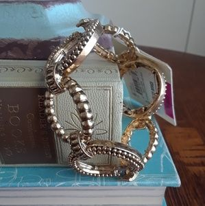 NWT! Stunning Gold Tone Link Stretch  Bracelet