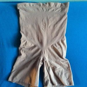 SPANX high waisted mid thigh shaping shorts. 2X