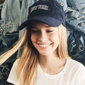 BRANDY MELVILLE NEW YORK CAP