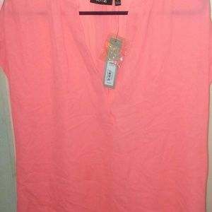 [NWT]LOOSE &FLOWY CORAL-COLORED BLOUSE!