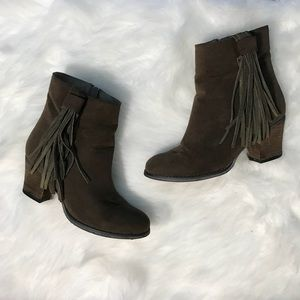 Dark green faux suede ankle boots - 7