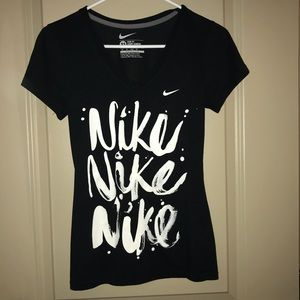 Nike Black and White slim fit T xs