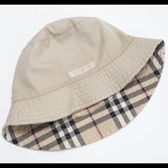 262590f2116 Burberry Accessories - Burberry hat - reversible!