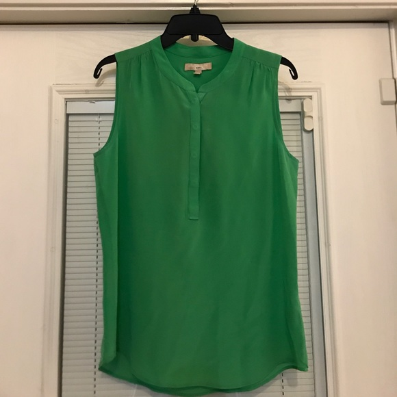 85e17cce55a722 Banana Republic Tops - Banana Republic Silk Green Sleeveless Blouse