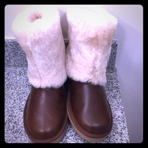 Ugg leather, sheepskin cuff size 6,with defects
