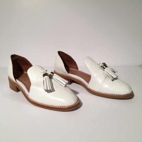 aa5c5a1f6b0 Jeffrey Campbell Shoes - Jeffrey Campbell Ibiza 6 Last white tassel Flats