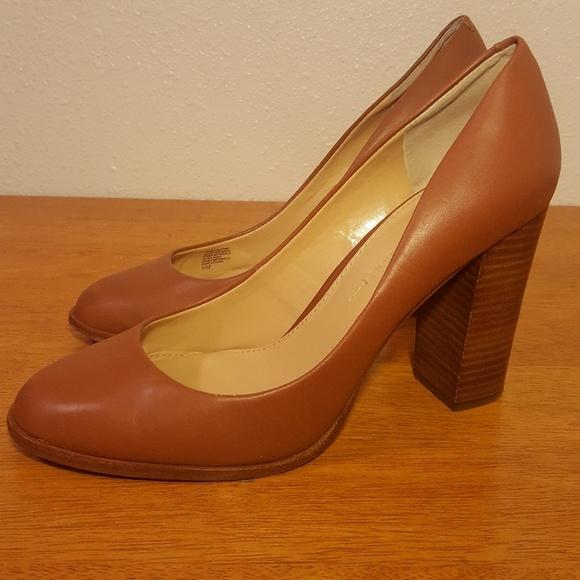 d4abbe763bf Banana Republic Shoes - Banana Republic cognac block heel almond toe pump