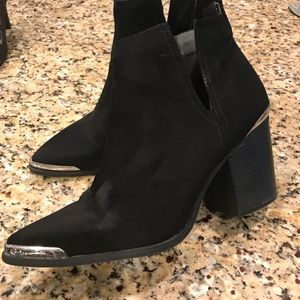 Mossimo black cowboy boots with silver accent