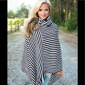 BUNDLE Poncho and faux leather leggings