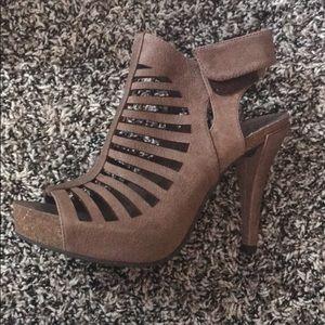 Vince camuto platform sandal -size 6.5