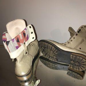 Qupid women boots!!