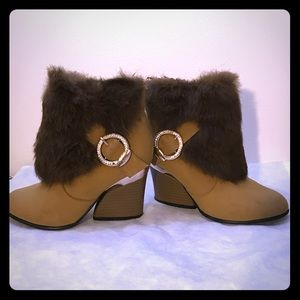 Shoes - Tan ankle booties with brown fur decors
