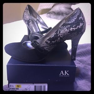 Black with black snake Anne Klein heels