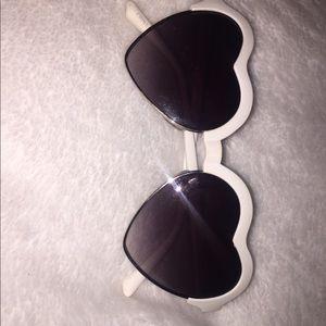 Heart shaped sunglasses (white)